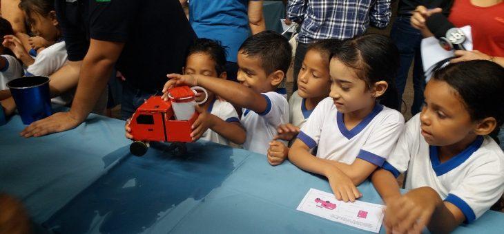 Crianças carentes recebem brinquedos eletrônicos desenvolvidos por alunos da UFCG