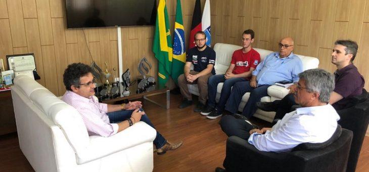 Integrantes da Equipe Parahybaja se reúnem com reitor da UFCG para apresentar conquistas